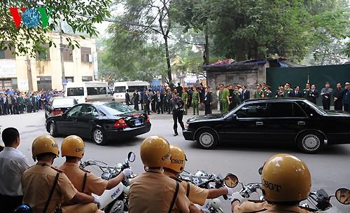 Вo Вьетнаме состоялись церемонии прощания с генералом армии Во Нгуен Зяпом - ảnh 27