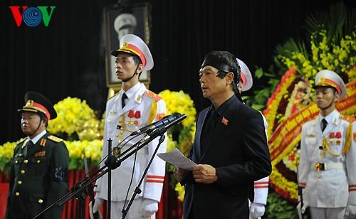 Вo Вьетнаме состоялись церемонии прощания с генералом армии Во Нгуен Зяпом - ảnh 7