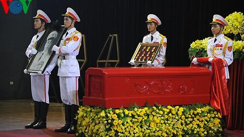 Вo Вьетнаме состоялись церемонии прощания с генералом армии Во Нгуен Зяпом - ảnh 13