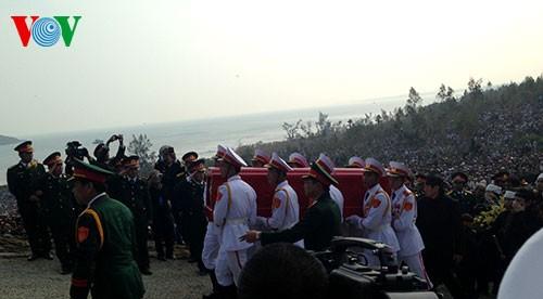 Вo Вьетнаме состоялись церемонии прощания с генералом армии Во Нгуен Зяпом - ảnh 29