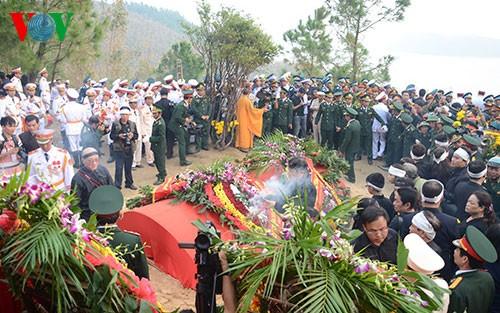 Вo Вьетнаме состоялись церемонии прощания с генералом армии Во Нгуен Зяпом - ảnh 33
