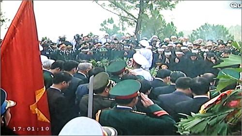 Вo Вьетнаме состоялись церемонии прощания с генералом армии Во Нгуен Зяпом - ảnh 34
