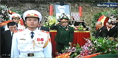 Вo Вьетнаме состоялись церемонии прощания с генералом армии Во Нгуен Зяпом - ảnh 35