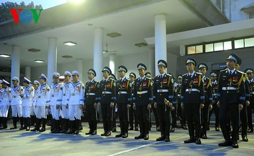 Вo Вьетнаме состоялись церемонии прощания с генералом армии Во Нгуен Зяпом - ảnh 3