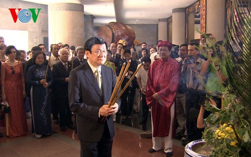 Президент СРВ Чыонг Тан Шанг возжигал благовония в память о королях Хунгах  - ảnh 1