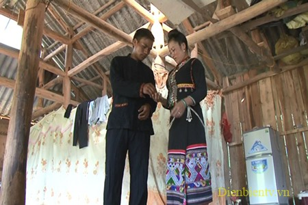 Губной музыкальный инструмент помогает юношам народности Кхому выразить свои чувства любимым девушкам - ảnh 1
