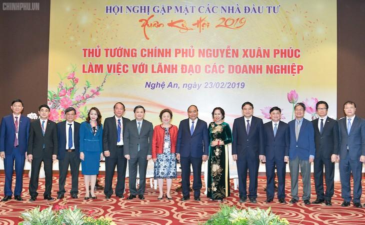 Премьер-министр Вьетнама принял крупных инвесторов в провинции Нгеан - ảnh 1