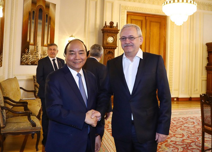 Премьер-министр Вьетнама Нгуен Суан Фук нанёс визит председателю Палаты депутатов Румынии Ливиу Драгне - ảnh 1