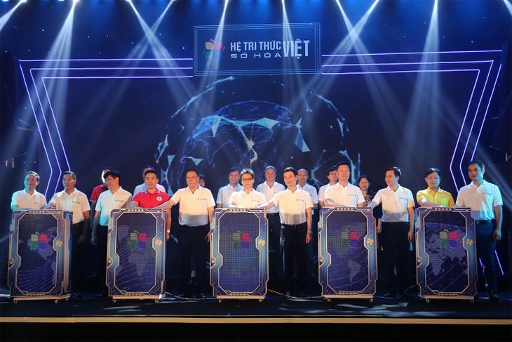 Вице-премьер Ву Дык Дам принял участие в церемонии презентации цифровой платформы карт Vmap - ảnh 1