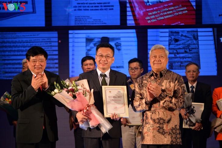 Награждены победители викторин об отношениях между Вьетнамом и Индонезией - ảnh 10