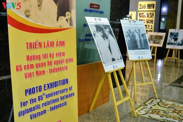 Награждены победители викторин об отношениях между Вьетнамом и Индонезией - ảnh 15
