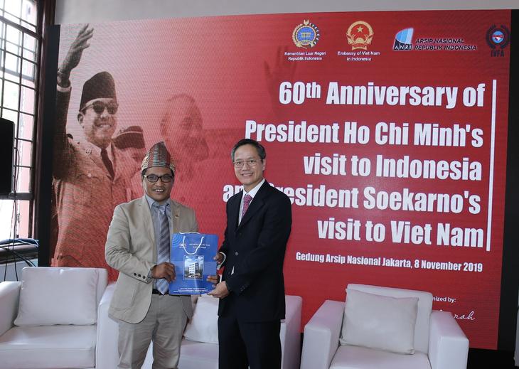 Награждены победители викторин об отношениях между Вьетнамом и Индонезией - ảnh 17