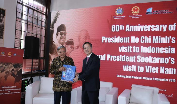 Награждены победители викторин об отношениях между Вьетнамом и Индонезией - ảnh 18