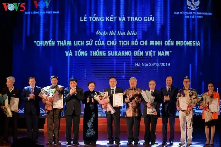 Награждены победители викторин об отношениях между Вьетнамом и Индонезией - ảnh 1