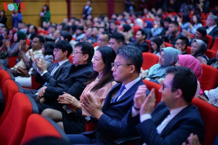 Награждены победители викторин об отношениях между Вьетнамом и Индонезией - ảnh 2