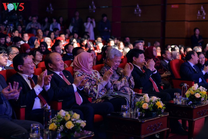 Награждены победители викторин об отношениях между Вьетнамом и Индонезией - ảnh 3