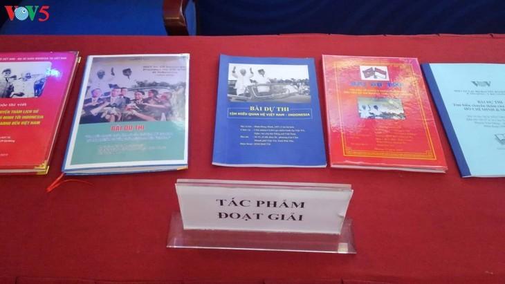 Награждены победители викторин об отношениях между Вьетнамом и Индонезией - ảnh 4