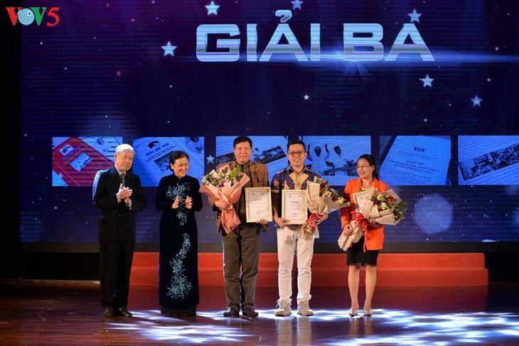 Награждены победители викторин об отношениях между Вьетнамом и Индонезией - ảnh 7