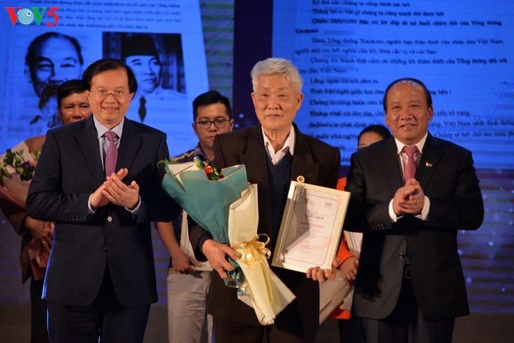 Награждены победители викторин об отношениях между Вьетнамом и Индонезией - ảnh 8
