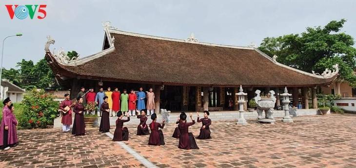 """Мужчины во вьетнамском традиционном платье """"аозай"""" - усиление праздничной атмосферы - ảnh 10"""