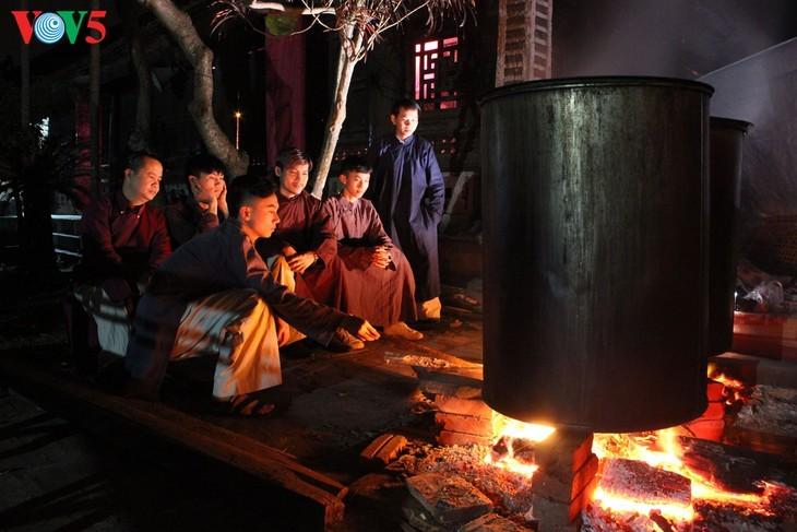 """Мужчины во вьетнамском традиционном платье """"аозай"""" - усиление праздничной атмосферы - ảnh 7"""