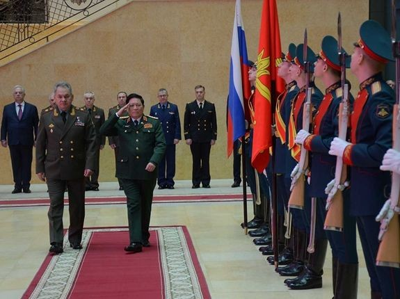Вьетнам и Россия активизируют оборонное сотрудничество во имя мира и стабильности в регионе - ảnh 1