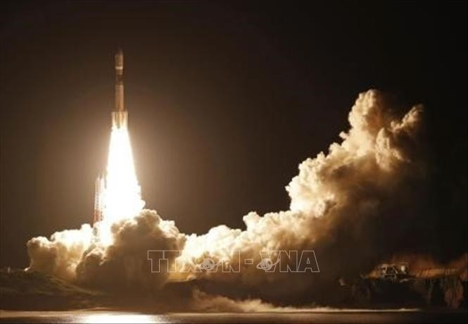 Япония вывела на орбиту на ракете-носителе спутник по сбору данных - ảnh 1