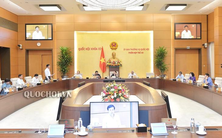 Постоянный комитет Нацсобрания обсудил проект Резолюции о регулировании уровня вычета подоходного налога  - ảnh 1