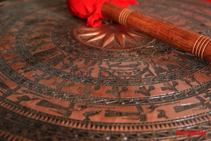 Деревня Чадонг в провинции Тханьхоа знаменита традиционным ремеслом бронзового литья - ảnh 1