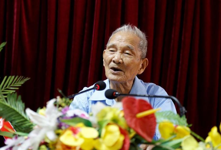 Нонг Вьет Тоай – писатель, поэт из горного района Вьетбак - ảnh 1