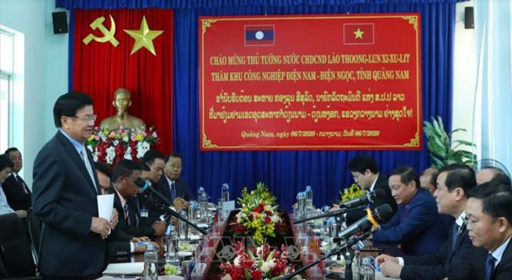 Премьер-министр Лаоса Тхонглунг Сисулит познакомился с некоторыми экономическими моделям Вьетнама  - ảnh 1