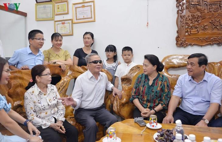 Председатель Национального собрания навестила матерей-героинь - ảnh 1