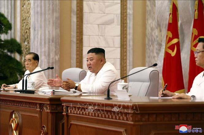 КНДР объявила чрезвычайную ситуацию в городе Кэсон после появления первого случая подозрения на заражение коронавирусом COVID-19  - ảnh 1