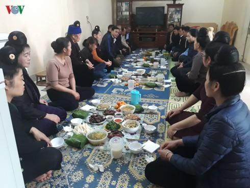 Народность Тхай в провинции Шонла до сих пор сохраняет традицию петь в знак проводов жениха и встречи невесты - ảnh 1