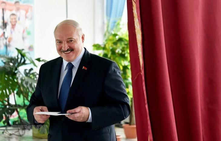Путин и Си Цзиньпин поздравили Лукашенко с победой на выборах - ảnh 1
