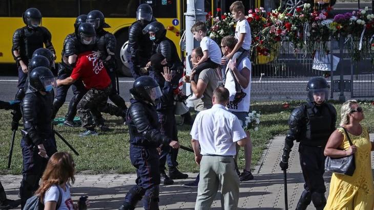 Мировая общественность обеспокоена ситуацией в Беларуси после выборов  - ảnh 1