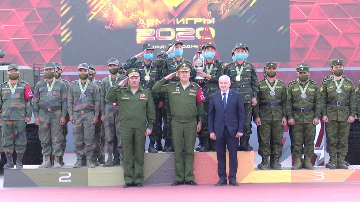Вьетнамский экипаж получил кубок и золотую медаль на Армейских международных играх - ảnh 1