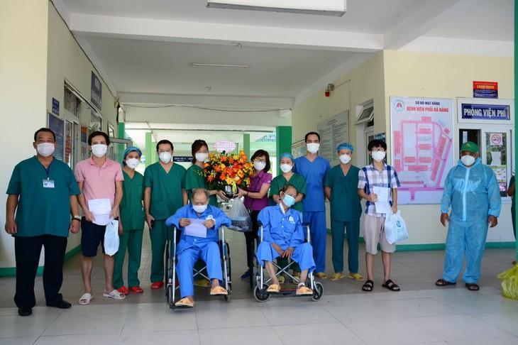 В Дананге 4 пациента с коронавирусом выписались из больницы - ảnh 1