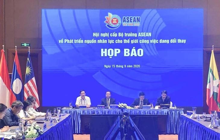 Активизация сотрудничества внутри АСЕАН в области развития человеческих ресурсов  - ảnh 1