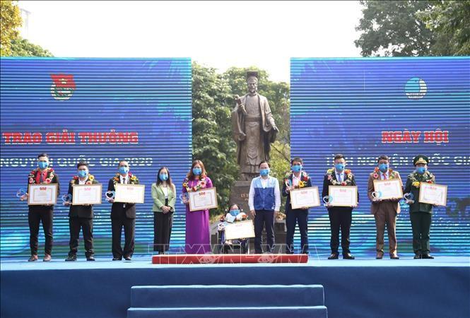 Во Вьетнаме отмечается Международный день волонтера 2020 - ảnh 1