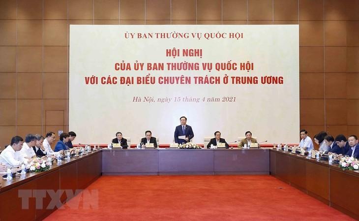 Выонг Динь Хюэ принял участие в конференции Постоянного комитета НС СРВ с уполномоченными депутатами - ảnh 1