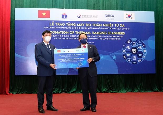 Республика Корея передала в дар Вьетнаму 40 тепловизоров для измерения температуры тела человека - ảnh 1