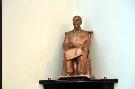 Đặt tượng Chủ tịch Hồ Chí Minh tại thành phố Milan, Italia  - ảnh 1