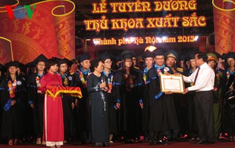 Gặp mặt và Tuyên dương Thủ khoa tốt nghiệp xuất sắc Đại học, Học viện năm 2013 - ảnh 1