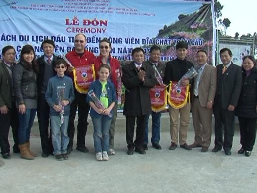 Cao nguyên đá Đồng Văn thu hút hàng nghìn khách du lịch  - ảnh 1