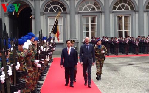 Thủ tướng Nguyễn Tấn Dũng hội đàm với tân Thủ tướng Vương quốc Bỉ Charles Michel - ảnh 1