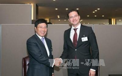 Phó Thủ tướng, Bộ trưởng Ngoại giao Phạm Bình Minh gặp Ngoại trưởng Bungari, Đan Mạch và Cameroon - ảnh 1