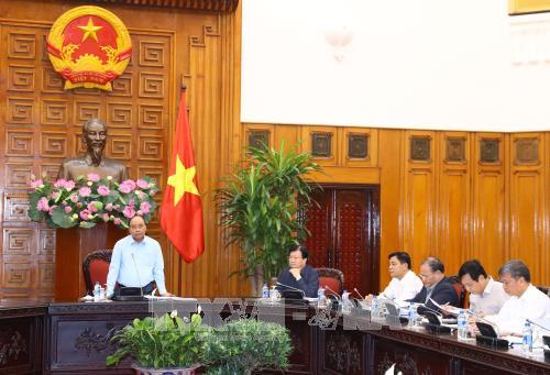 Thủ tướng Nguyễn Xuân Phúc chỉ đạo tập trung lo chỗ ở cho người dân bị mất nhà do lũ bão - ảnh 1