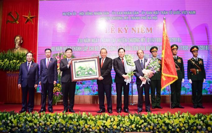 Phó Thủ tướng Thường trực Trương Hoà Bình trao tặng Huân chương Lao động hạng Nhất cho huyện Chương Mỹ-Hà Nội - ảnh 1