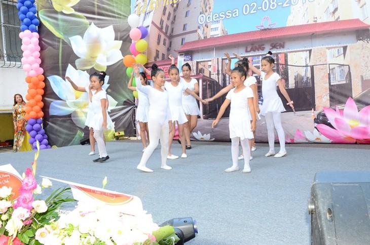 Hội Làng Sen, Ucraina đông vui, đoàn kết và ý nghĩa - ảnh 20